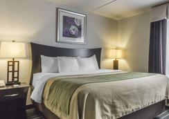Comfort Inn & Suites - Moose Jaw - Bedroom