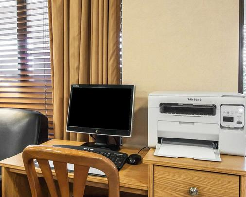 Quality Inn & Suites North - Springfield - Business center