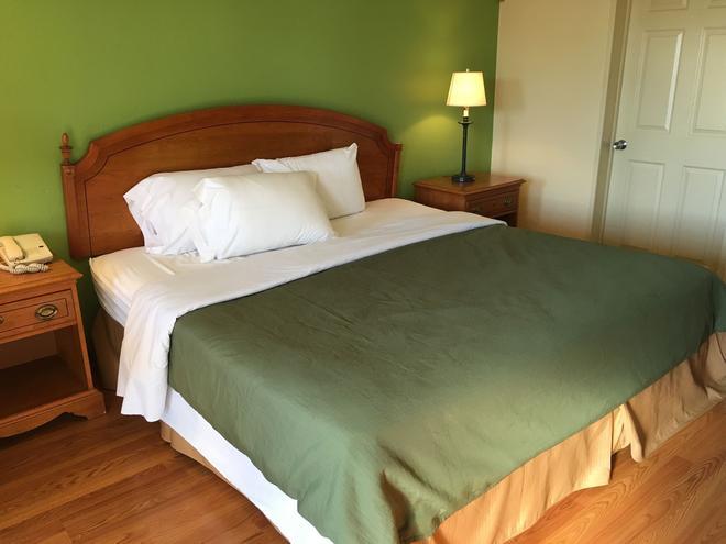 Eagle Inn - Beaver Dam - Bedroom
