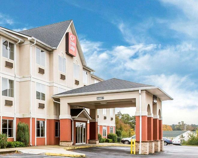 Econo Lodge Inn & Suites - Douglasville - Building