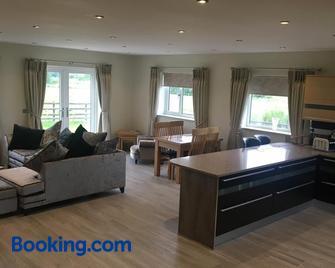 Palms Cottage - Blackburn - Living room