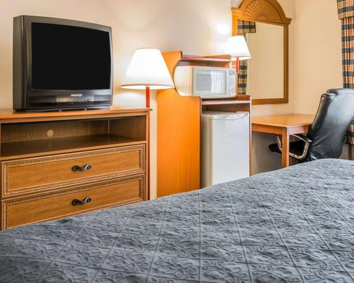 Quality Inn - Kalamazoo - Bedroom