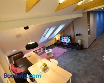 Jeans Apartment - Vrhnika - Wohnzimmer