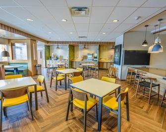 Fairfield Inn & Suites by Marriott Scranton Montage Mountain - Moosic - Restaurant