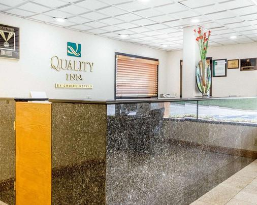 Quality Inn Macon - Macon - Front desk