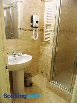 Dante's in Vaticano - Rome - Bathroom