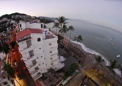 Emperador Vallarta Beachfront Hotel and Suites - Puerto Vallarta - Outdoors view