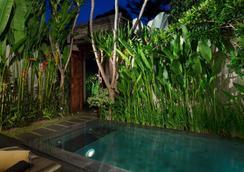 White Rose Kuta Resort, Villas & Spa - Kuta - Pool