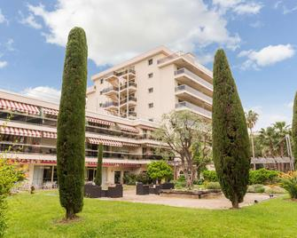 The Originals Boutique, Hôtel Les Strélitzias, Antibes Ouest (Inter-Hotel) - Антіб - Building