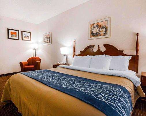 Quality Inn - Kingdom City - Bedroom