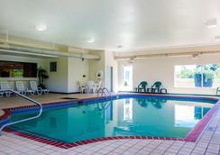 Quality Inn - Kingdom City - Pool