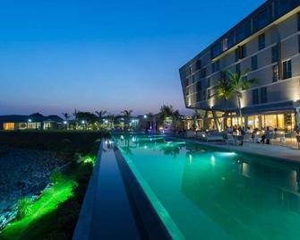 Noom Hotel Conakry - Conakry - Building