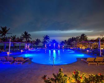 Viva Wyndham Fortuna Beach Resort - Фріпорт - Басейн