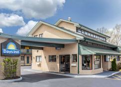 Days Inn by Wyndham Woodbury Long Island - Woodbury - Building