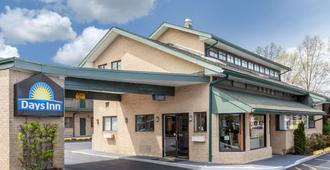 Days Inn by Wyndham Woodbury Long Island - Woodbury