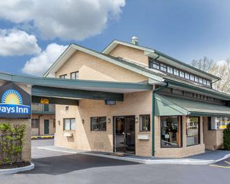 Days Inn by Wyndham Woodbury Long Island - Woodbury - Building