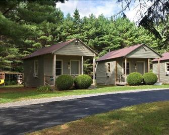 Pine Tree Motel & Cabins - Chestertown - Building