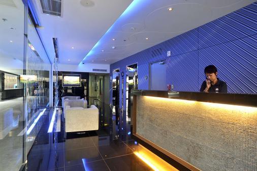 Best Western Plus At 20 Sukhumvit - Bangkok - Front desk