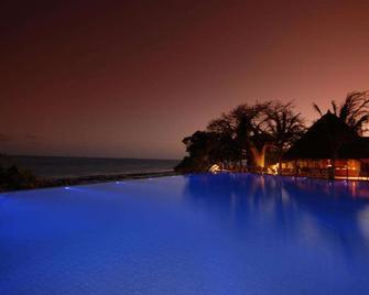 Baobab Beach Resort & Spa - Ukunda - Bazén