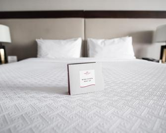 Crowne Plaza Edison - Edison - Schlafzimmer