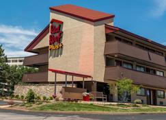 Red Roof Inn Plus+ St Louis - Forest Park/ Hampton Ave - St. Louis - Building