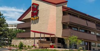 Red Roof Inn Plus+ St Louis - Forest Park/ Hampton Ave  - St. Louis - Building