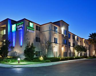 Holiday Inn Express & Suites Tracy - Tracy - Building