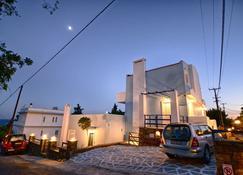 Peskesi Ikaria - Agios Kirykos - Edificio