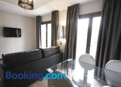 Apartamentos Alvear Suites - Redondela - Living room