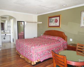 Castaway Motel - Orange - Bedroom