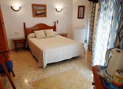 Hostal Andalucia - Nerja - Phòng ngủ