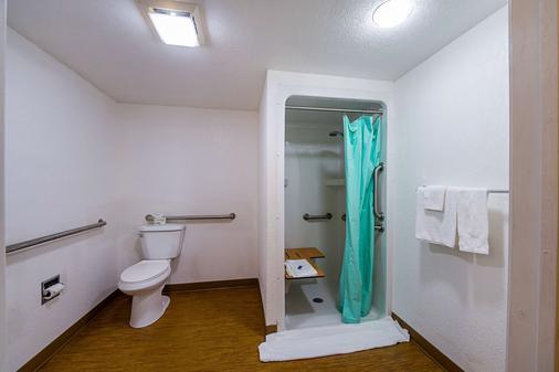 Motel 6 Boerne - Boerne - Bathroom