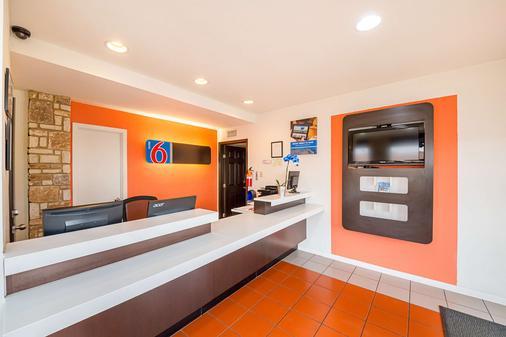 Motel 6 Boerne - Boerne - Front desk
