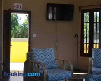 KhalKob's Belize - Placencia - Living room