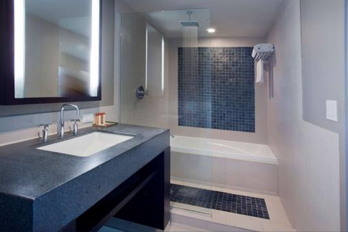 Solé Miami, A Noble House Resort - Sunny Isles Beach - Bathroom