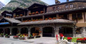 Ih Hotels Courmayeur Mont Blanc Resort - Courmayeur - Building