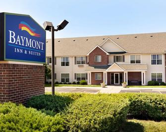 Baymont by Wyndham Wichita East - Wichita - Gebäude