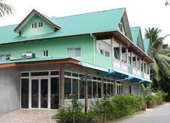 Moonlight Beach Villa - La Digue Island - Building