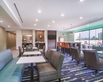La Quinta Inn & Suites by Wyndham Cullman - Каллмен - Ресторан