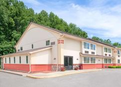 Super 8 by Wyndham Oneonta/Cooperstown - Oneonta - Building