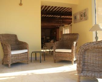 Beautifully Renovated Sheepfold, Steps Away From A Typical 'perched' Village - Joucas