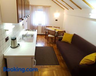 Apartman Miramare - Оточац - Living room