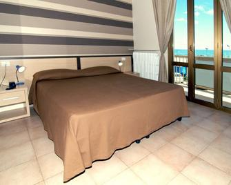 Hotel Velus - Civitanova Marche - Bedroom