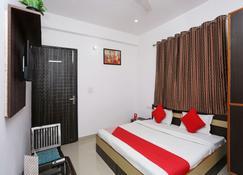 OYO 19535 Hotel Taj Niwas - Agra - Bedroom