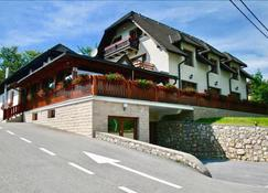 Guesthouse Villa Plitvicka - Plitvicka Jezera - Building