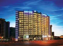 Flora Creek Deluxe Hotel Apartments - Dubaj - Building