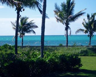 The Blue Inn Villa, 3 Bedroom Vacation Home - Freeport - Beach