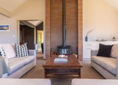 Spacious, Family Home With Several Outdoor Entertaining Areas - Wanaka - Living room