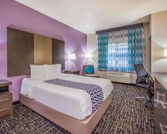 La Quinta Inn & Suites by Wyndham Fairborn Wright-Patterson - Fairborn - Bedroom