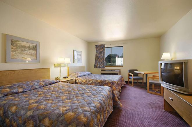 Super 8 by Wyndham York - York - Bedroom